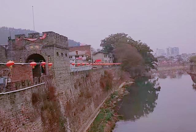 【跟团游】福州出发长汀古城赏古城夜景、连城冠豸山、石门湖汽车二日游