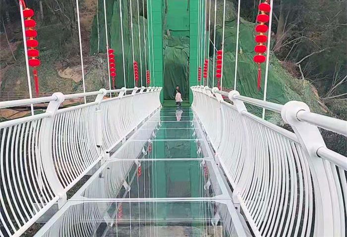 飞云峡景区彩虹滑道+7D玻璃天桥+旱滑水滑+高空溜索等项目好玩吗?