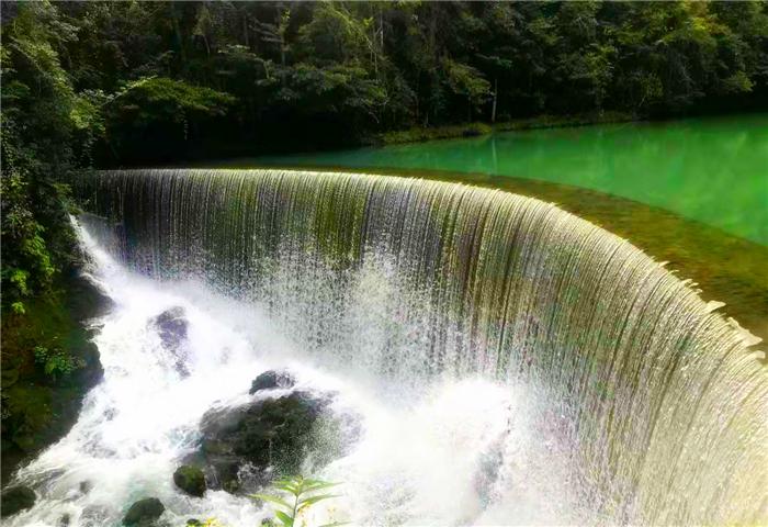 贵州荔波小七孔景区景色优美,值得您前往游玩...