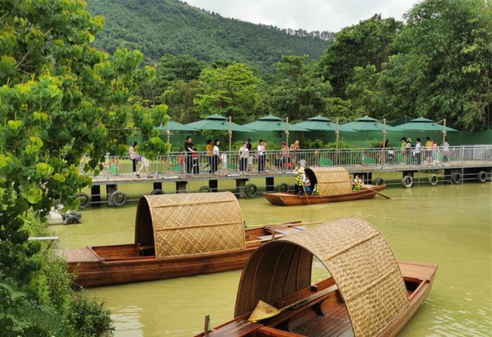旗山万林生态园划乌篷船